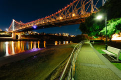 Мост рассказа на ноче Стоковые Фото