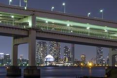 Мост радуги и красивые света города токио Стоковые Фото