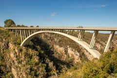 Мост реки штормов, Tsittsikamma, Южная Африка стоковые фотографии rf