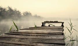 Мост рыбной ловли, туман утра Стоковое Фото