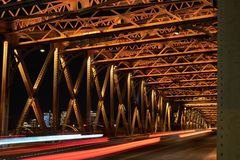 Мост свадьбы над скреплением в Шанхае стоковые фото