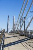 Мост скрещивания Tilikum транспорта и пешехода кабеля через реку Willamette в  стоковое фото