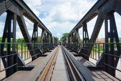 Мост смерти железнодорожный на реке Kwai в Kanchanaburi стоковые фотографии rf
