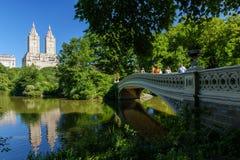 Мост смычка NYC Central Park стоковая фотография rf