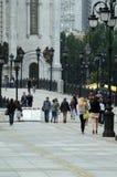 Мост собор Христоса спаситель в лете дождливого дня Москвы стоковое изображение rf