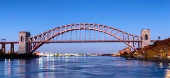 Мост строба ада на ноче, в Astoria, ферзи, Нью-Йорк США стоковые изображения