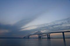 Мост строба токио на сумраке Стоковое фото RF