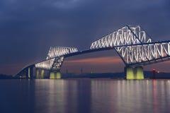 Мост строба токио на сумраке Стоковые Изображения RF