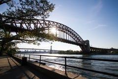 Мост с солнцем, парк моста и Triborough строба ада Astoria Стоковые Изображения