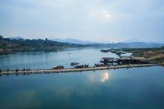 Мост Таиланда Sangkhlaburi деревянный Стоковая Фотография