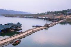 Мост Таиланда Sangkhlaburi деревянный Стоковые Изображения RF