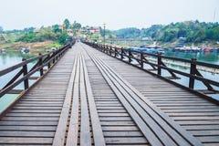 Мост Таиланда Sangkhlaburi деревянный Стоковое Изображение