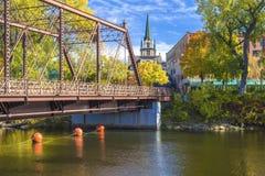 Мост улицы Merriam, осень стоковое фото rf