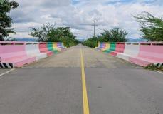 Мост 7 цветов в frome Таиланде prachubkirikhun национального парка Khao Samroiyod стоковое фото
