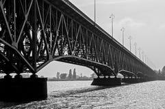 Мост черно-белый Стоковая Фотография