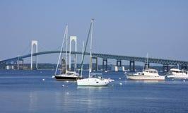 мост шлюпки около яхты Стоковое Изображение