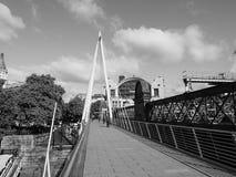 Мост юбилея в Лондоне черно-белом Стоковые Фотографии RF