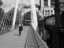 Мост юбилея в Лондоне черно-белом Стоковая Фотография