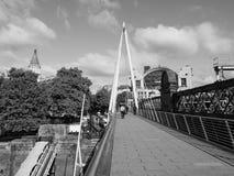 Мост юбилея в Лондоне черно-белом Стоковые Изображения