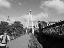 Мост юбилея в Лондоне черно-белом Стоковое Фото