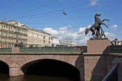 Мост Anichkov в Санкт-Петербурге, России стоковое изображение rf