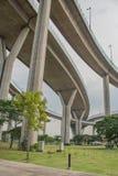 Мост Bhumibol или мост промышленных колец конкретный мост шоссе и пересекают Chao Реку Phraya, Таиланд Стоковое фото RF