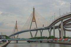 Мост Bhumibol или мост промышленных колец конкретный мост шоссе и пересекают Chao Реку Phraya, Таиланд Стоковое Фото