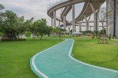 Мост Bhumibol или мост промышленных колец конкретный мост шоссе и пересекают Chao Реку Phraya, Таиланд Стоковые Фото