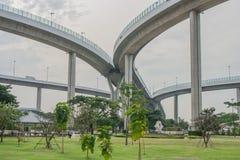 Мост Bhumibol или мост промышленных колец конкретный мост шоссе и пересекают Chao Реку Phraya, Таиланд Стоковое Изображение RF