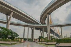 Мост Bhumibol или мост промышленных колец конкретный мост шоссе и пересекают Chao Реку Phraya, Таиланд Стоковая Фотография RF