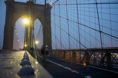 Мост Brookly на ноче стоковые фотографии rf