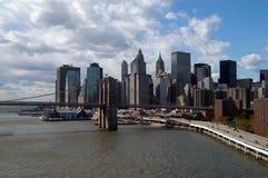 мост brooklyn понижает manhattan Стоковое Фото