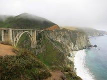 Мост Caifornia океаном с волнами Стоковые Изображения RF