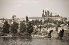 Мост Charles и замок Прага, Прага Стоковые Изображения RF