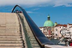 Мост Costituzione и купол San Simeon Piccolo& x27; церковь s в v Стоковое Фото
