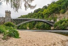 Мост Craigellachie над рекой Spey в Шотландии стоковое изображение