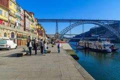 Мост Dom Луис i и берег реки Ribeira, в Порту Стоковое Изображение RF