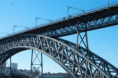 Мост Dom Луис i над рекой Дуэро в Порту, Португалии стоковое фото rf