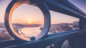 Мост Dom Луис i над рекой Дуэро в Порту, Португалии стоковые изображения rf