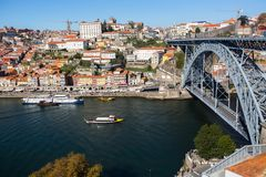 Мост Dom Луис i, река Дуэро и Ribeira от Vila Новы de Gaia, Порту Стоковые Фотографии RF