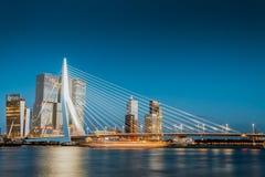 Мост Erasmus на ноче стоковая фотография rf