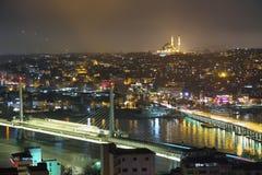 Мост Galata на ноче от башни Galata Стоковое Фото
