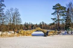 Мост Gorbaty в парке дворца дворца Gatchina Стоковое фото RF