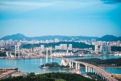 Мост haicang Xiamen в наступлении ночи стоковое изображение