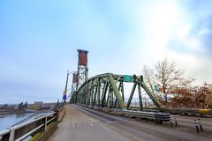 Мост Hawthorne на реке Willamette в городском Портленде Стоковое фото RF