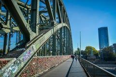 Мост Hohenzollern, Кёльн, Германия Стоковое Изображение