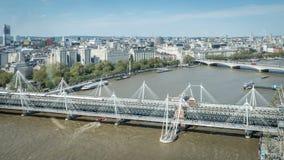Мост Hungerford и золотые мосты юбилея на Лондоне, Великобритании Стоковое Фото