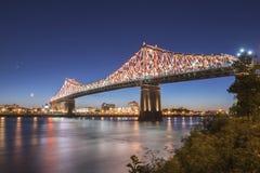 Мост Jacques Cartier на сумраке стоковое фото