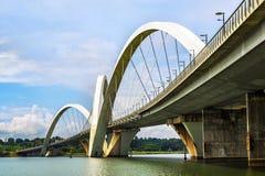 Мост JK в Brasilia, столице Бразилии Стоковые Изображения RF