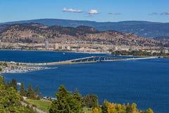 Мост Kelowna ДО РОЖДЕСТВА ХРИСТОВА Канада озера Okanagan Стоковая Фотография